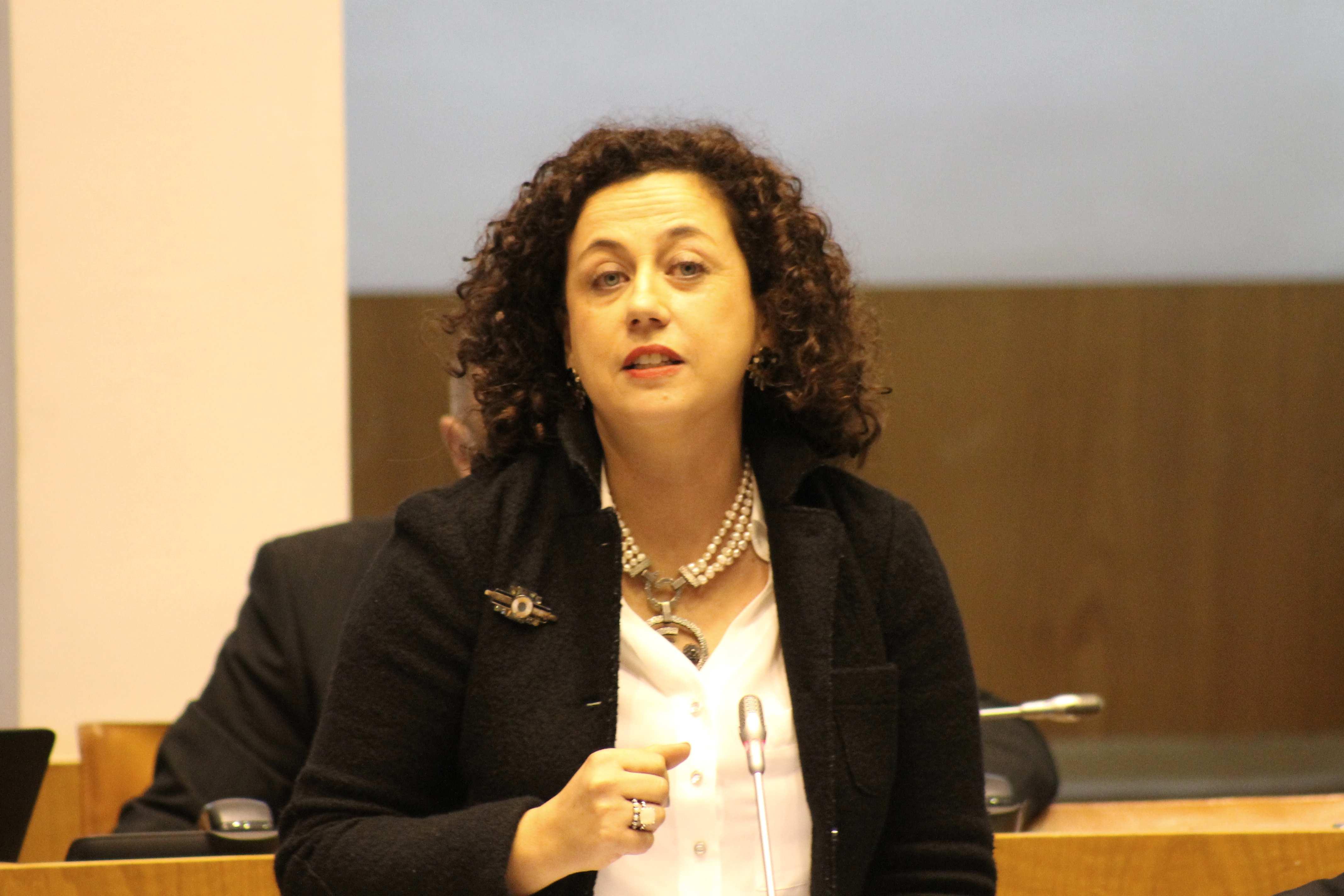 """""""O PS continua empenhado em facilitar utilização civil da Base das Lajes"""", realçou Cláudia Cardoso"""