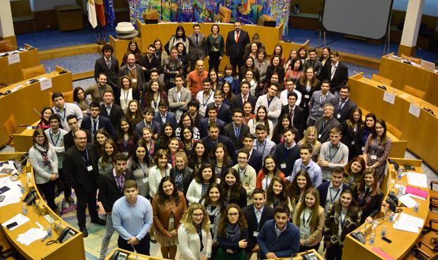 """Parlamento dos Jovens- Ensino Secundário: """"Portugal: assimetrias litoral/interior. Que soluções?"""""""