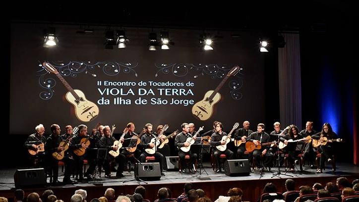 Viola da Terra homenageada nas Festas de São Jorge (c/áudio)