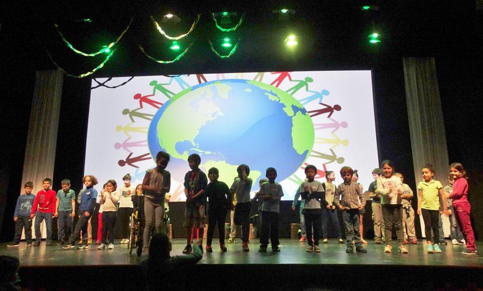 """""""Ser Criança Por um Mundo Melhor"""" – espetáculo promovido pela Santa Casa da Misericórdia e pelo CAO das Velas assinalou Dia Mundial da Criança (c/áudio)"""