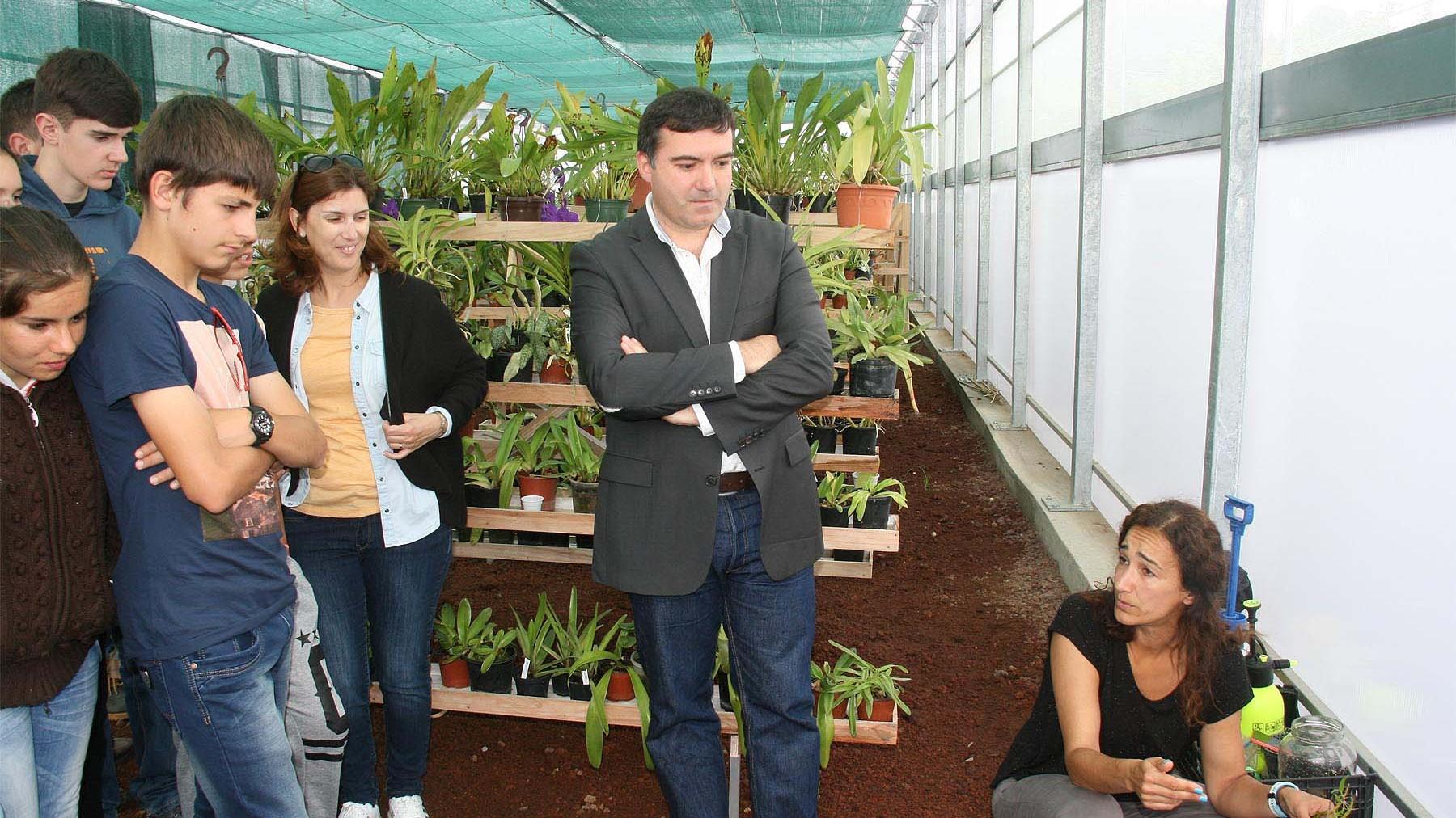 Alunos da EBS da Calheta entregam 4 mil rolhas no Jardim Botânico do Faial