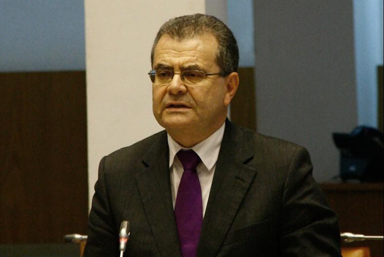 Lecionação de temas e conteúdos sobre os Açores está assegurada, afirma Avelino Menezes