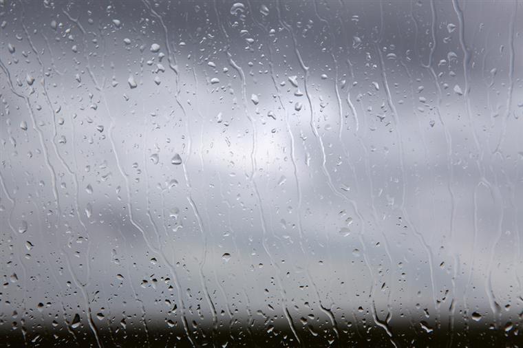 Proteção Civil alerta para previsão de chuva e trovoada nos grupos Ocidental e Central