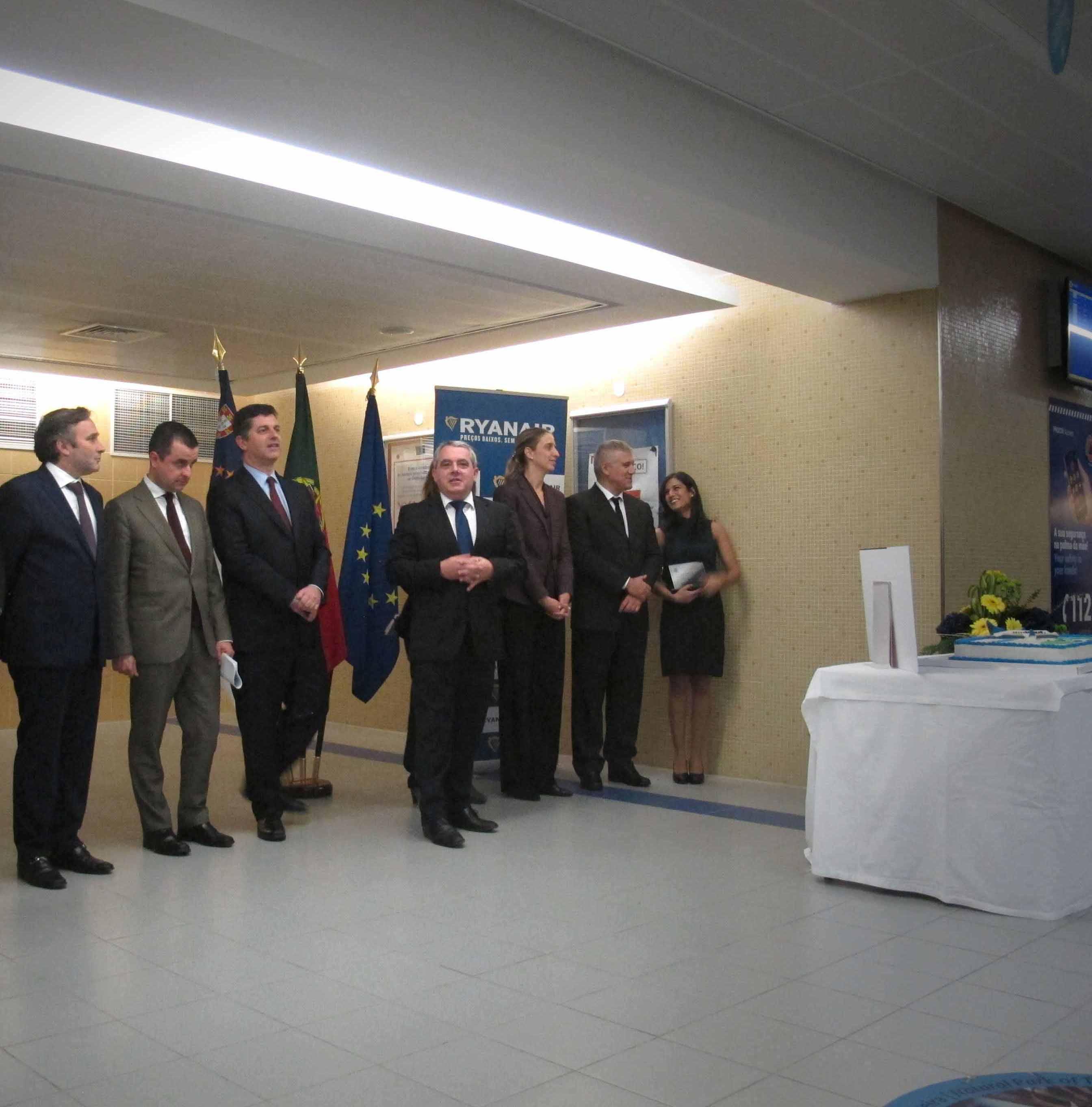 Início da operação aérea de baixo custo para a Terceira concretiza compromisso assumido, afirma Sérgio Ávila