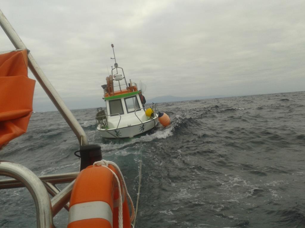 Embarcação afunda-se junto ao ilhéu do Topo – único tripulante foi salvo pelos Bombeiros da Calheta (c/áudio)