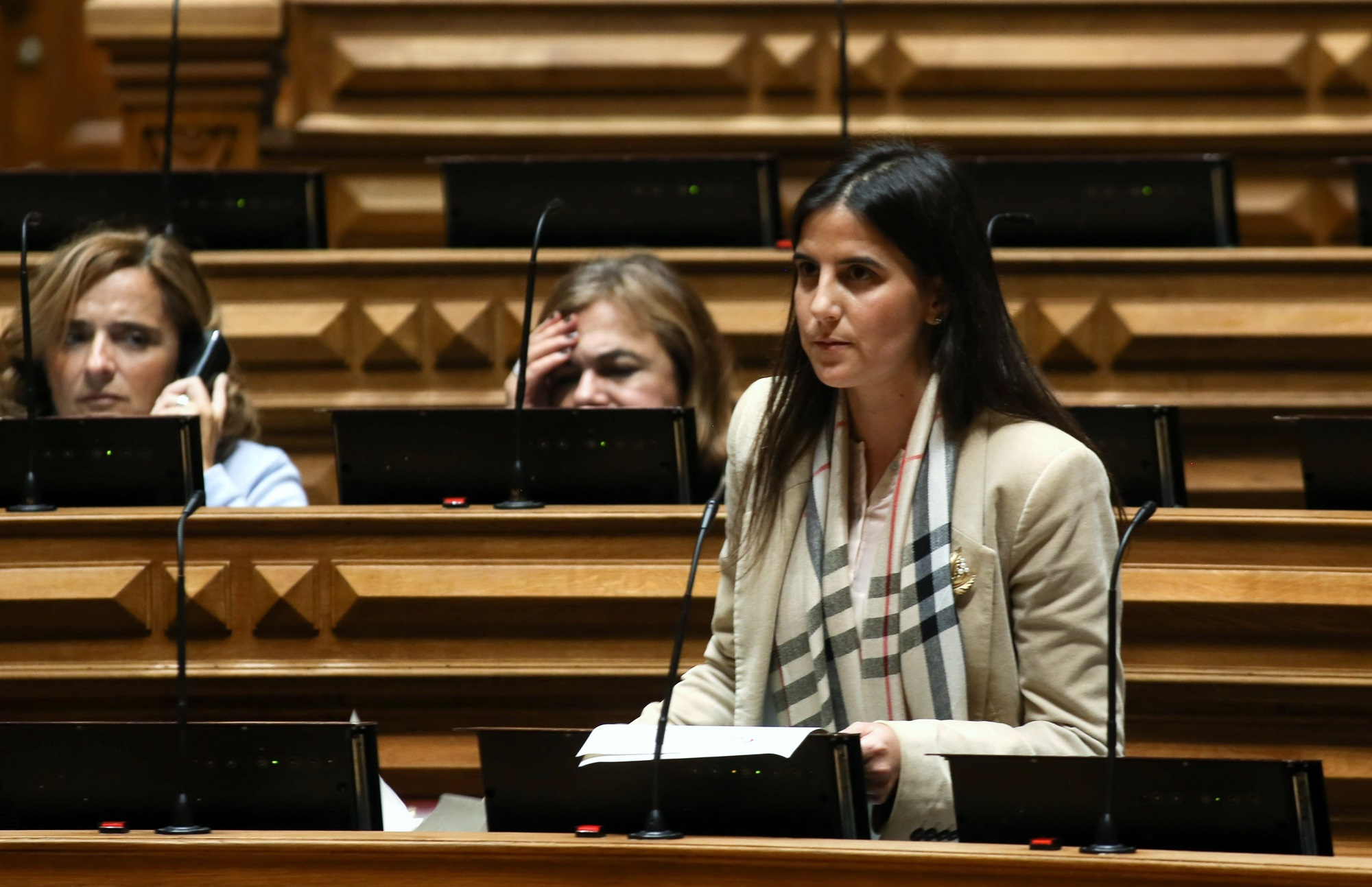 Deputados do PS exigem 'simplex' do reembolso das passagens aéreas