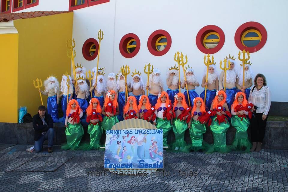 """Sob o tema """"contos infantis"""" tradição cumpriu-se e Desfile de Carnaval animou as artérias principais da Vila das Velas (c/áudio)"""