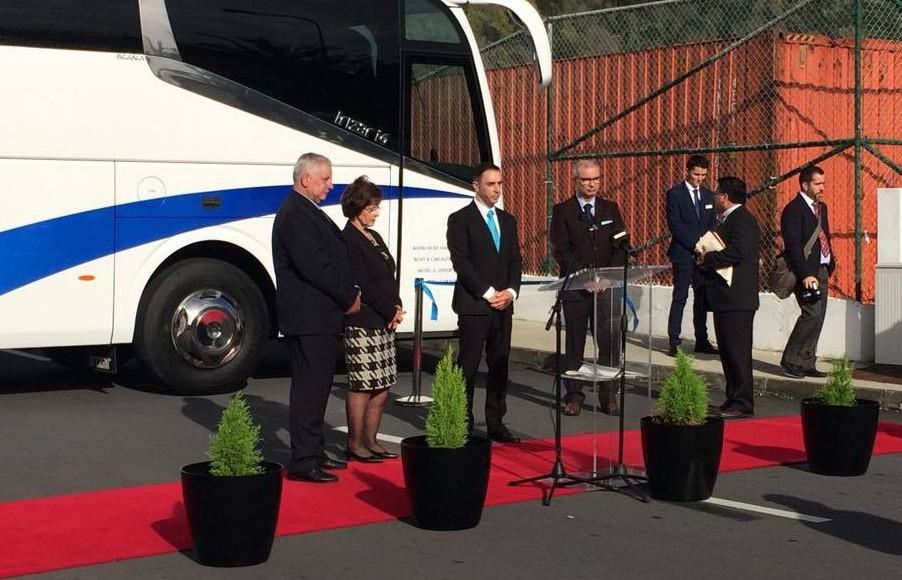Agência Oceano inaugura nova frota de autocarros em São Jorge (c/áudio)