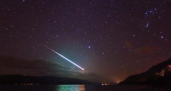 Fenómeno luminoso avistado no céu na segunda-feira era um meteoro, segundo o OASA