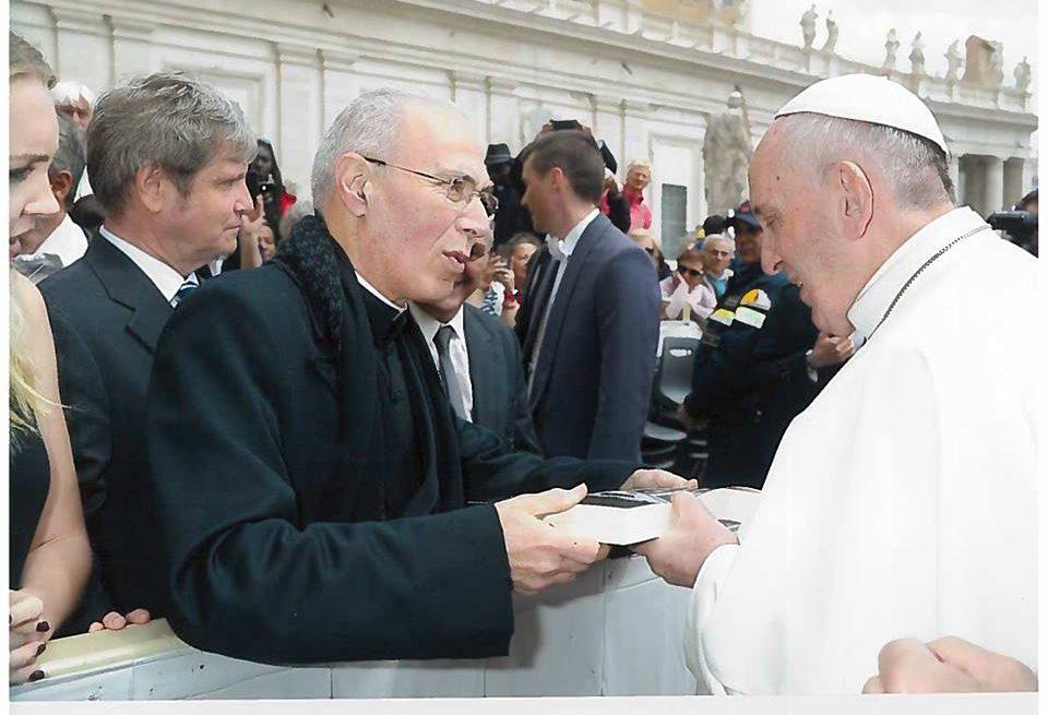 Padre Silveira oferece, presencialmente, o seu novo livro ao Papa Francisco e ao Presidente da República (c/áudio)