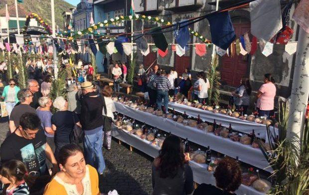 Entrega de esmolas ainda é tradição no Arraial do Canto, o mais antigo da Vila das Velas