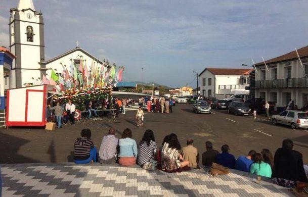 Cavaleiros e Foliões continuam a ser tradição marcante do Domingo de Espírito Santo e Trindade em Rosais e na Beira (c/áudio)