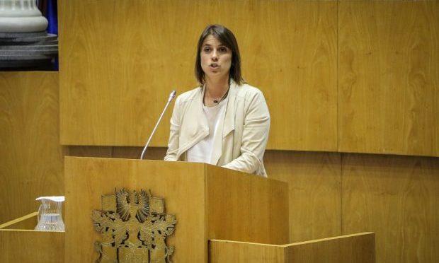 Catarina Cabeceiras quer dados sobre deslocação de médicos especialistas e listas de espera em São Jorge