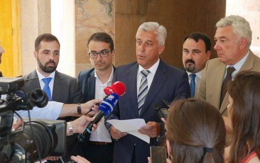 Miguel Costa decide levar deputados da oposição a tribunal, o que os leva a abandonar a Comissão de Economia