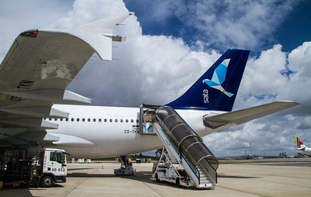 Jovem de 13 anos terá ficado retido dentro de avião da Azores Airlines ao chegar ao Canadá (c/áudio)