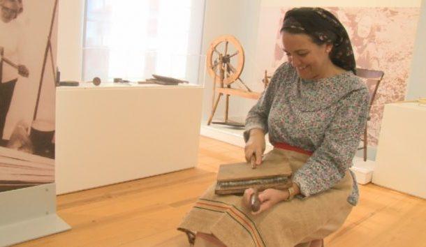 """""""Domingo, no Museu"""" trouxe à Casa Museu Cunha da Silveira muitas pessoas que quiseram ver a recriação de ofícios e vivências do passado (c/áudio)"""