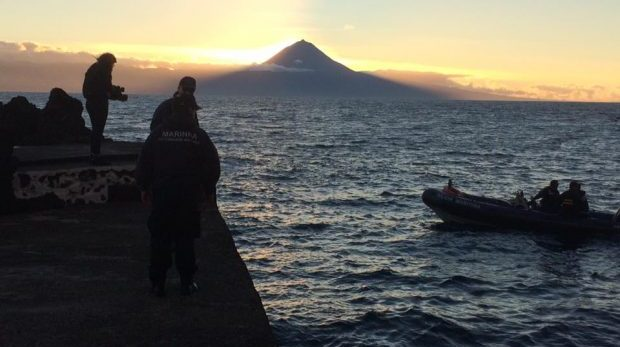 """Sexta-feira de manhã retomam as buscas pelo jovem desaparecido no mar, em São Jorge – para já """"cancelamento das buscas"""" está fora do cenário (c/áudio)"""