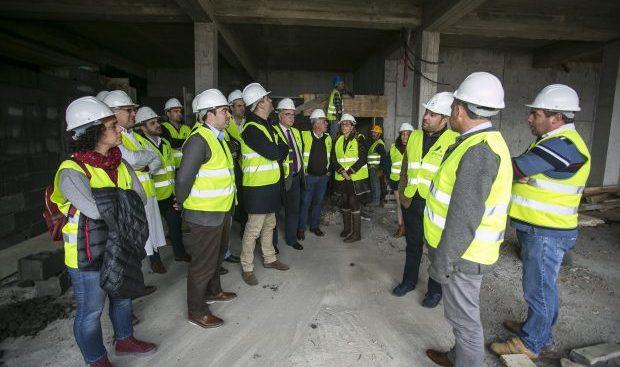 Deputados socialistas visitaram obras do Centro de Saúde da Calheta: André Rodrigues diz que Investimentos no setor da Saúde são resposta fundamental para os jorgenses (c/áudio)