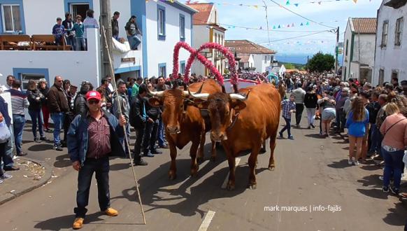 """Centenas de pessoas marcaram presença no Bodo de Leite de Santo Antão – """"São Jorge – Ilha de Bruma e Encanto"""" foi o tema deste ano"""