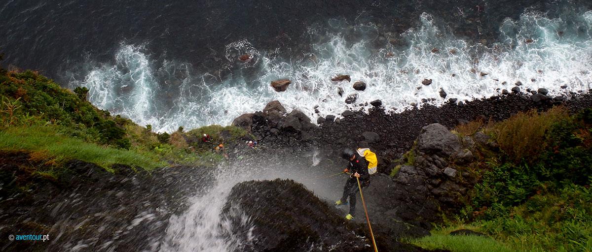 Resgatados durante esta madrugada cinco turistas franceses que praticavam canyoning em São Jorge