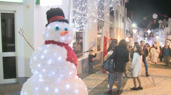 O Natal chegou à Vila das Velas – Muita luz, cor e animação no Dia de Montras (c/áudio)