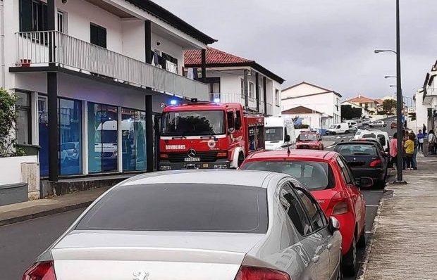 Fuga de Gás em Edifício da Segurança Social nas Velas obrigou ao corte temporário de parte da Avenida do Livramento