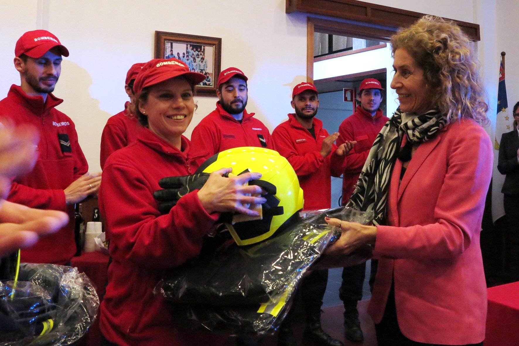 Novos equipamentos para os Bombeiros das Velas reforçam segurança no socorro, afirma Teresa Machado Luciano