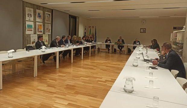 Novo ano, nova visita estatutária, as mesmas preocupações e uma reunião com todo o Governo, mas com poucos conselheiros – Executivo reuniu esta quarta-feira com Conselho de Ilha de S.Jorge (c/áudio)