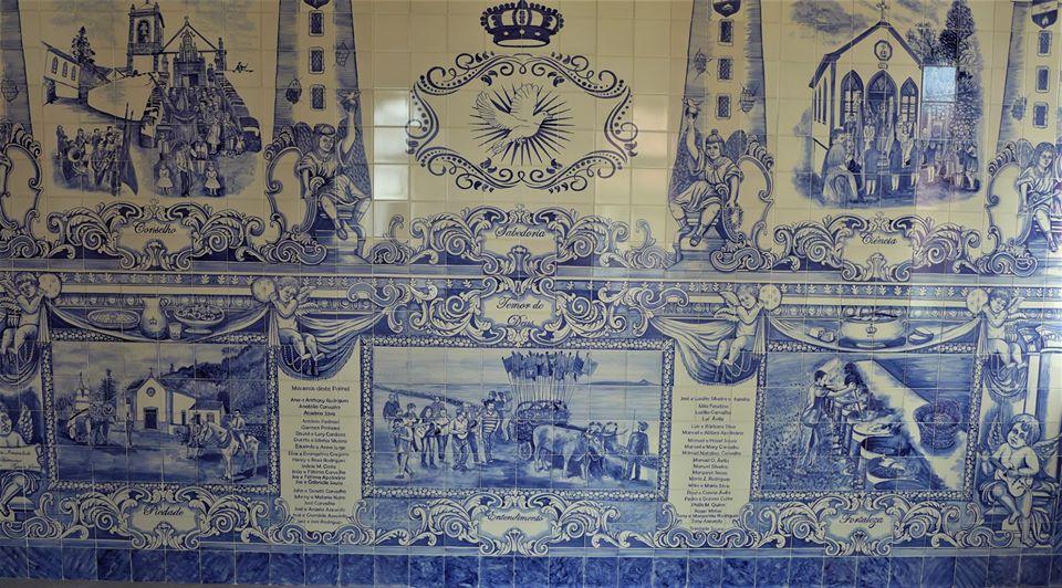 Império do Divino Espírito Santo das Manadas com imponente painel de 750 azulejos da autoria de António Pedroso