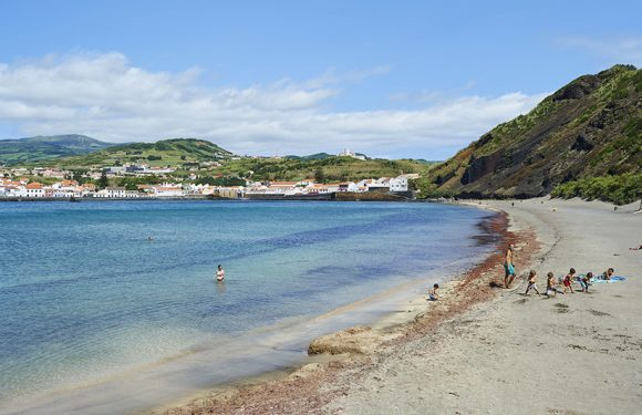 Praia do Porto Pim interdita à prática balnear