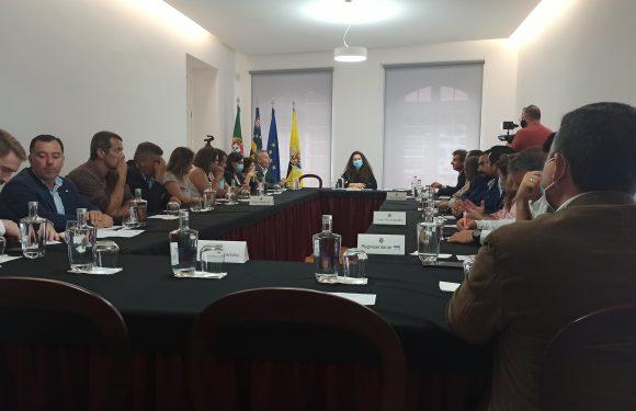 Lena Amaral é a nova Presidente da Assembleia Municipal das Velas – Presidente quer criar consensos para um concelho melhor (c/áudio)